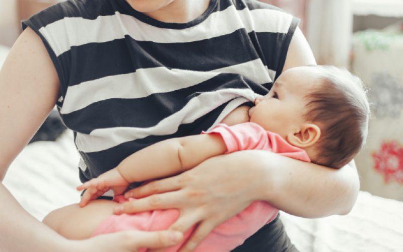 Lactancia materna: Libre de juicios sociales